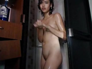 What is the name of this camgirl please?